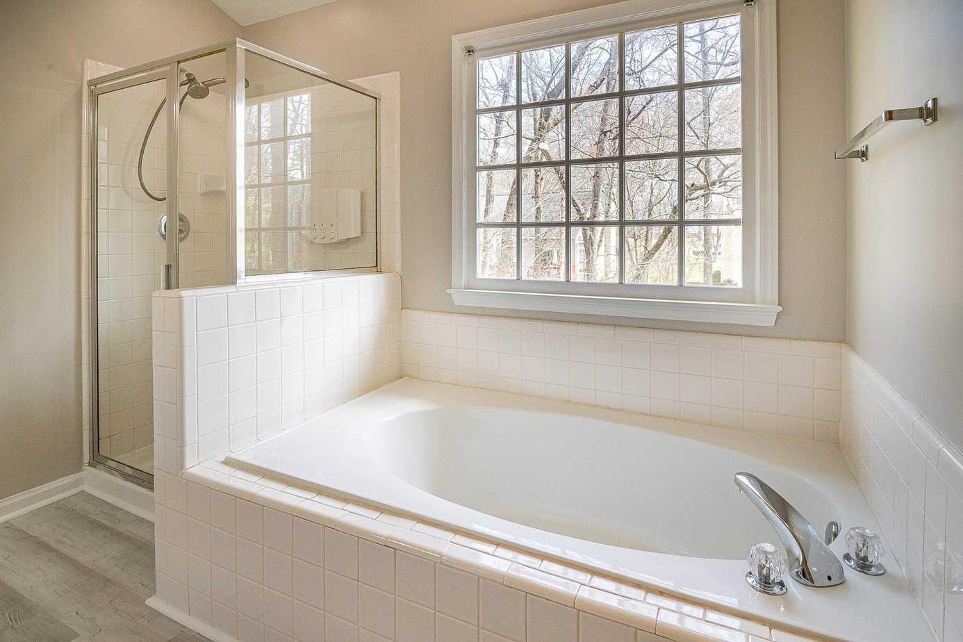 Wie lange müssen Fugen in der Dusche trocknen?